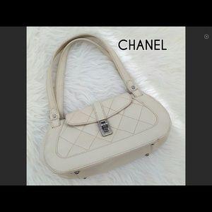 Beautiful Chanel Leather Bag SALE !11 1/2 price